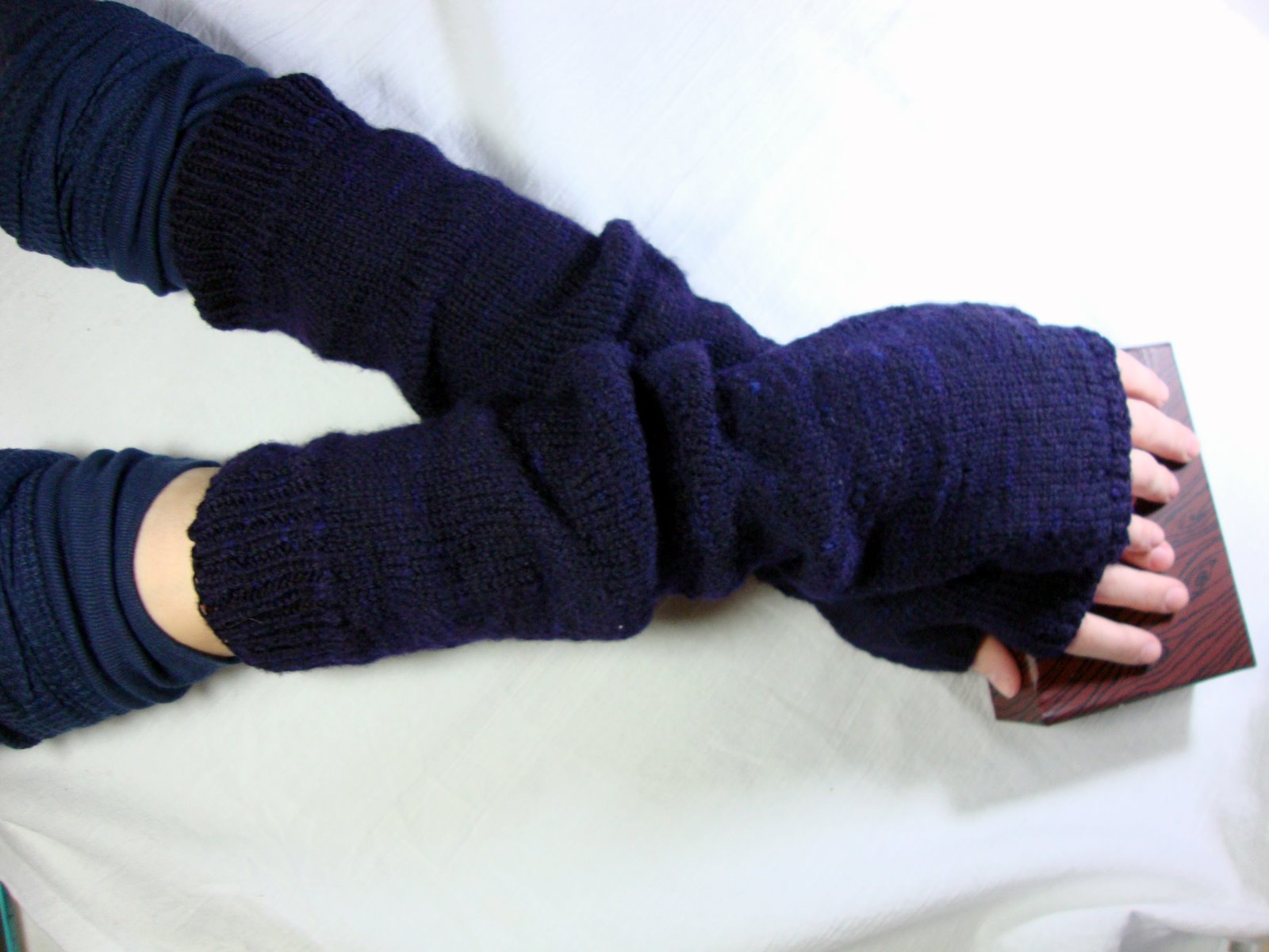 Fine Arm Warmer Knitting Pattern Model - Blanket Knitting Pattern ...